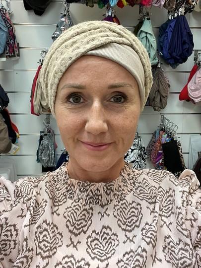 Emmy ekspress taupe and hearts fra Viva Headwear